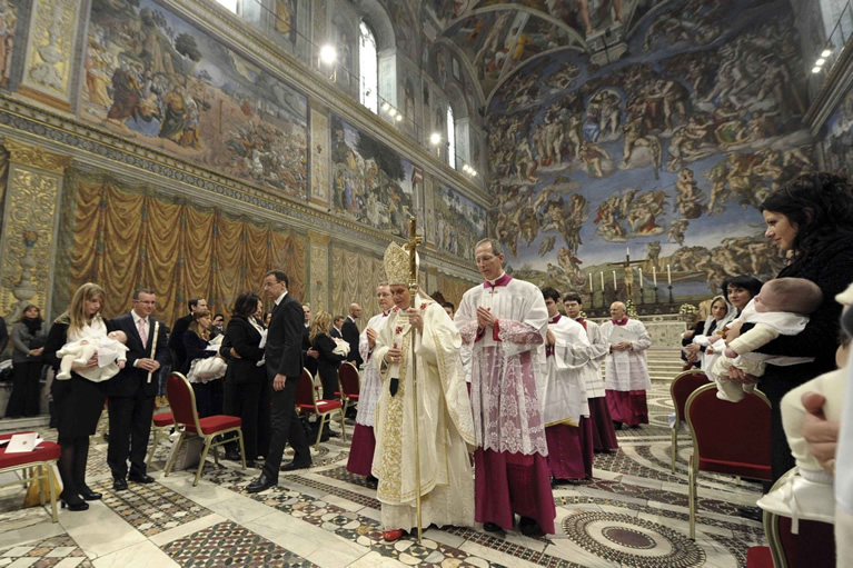 Un battesimo celebrato da Papa Francesco nella Cappella Sistina